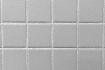 Comment remplacer les carreaux de douche endommagés par l'eau