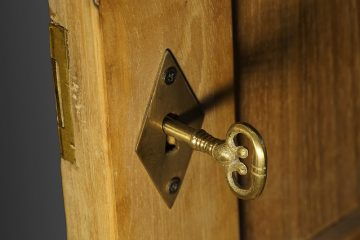 Comment percer un trou de charnière d'armoire