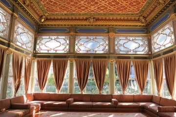 Comment suspendre les panneaux de rideaux au plafond