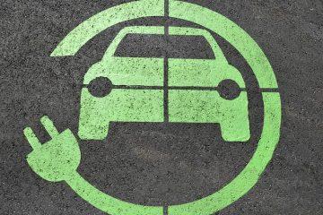 Qu'est-ce qui peut tirer d'une batterie de voiture lorsque la voiture est éteinte ?