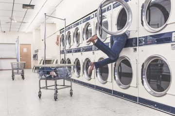 Comment enlever l'accumulation de peluches d'une machine à laver ?
