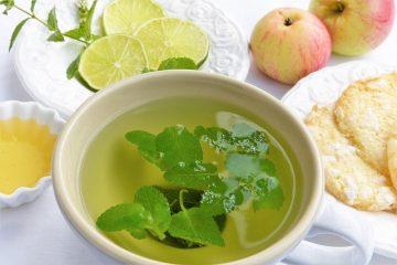 Comment faire du miel et du sirop de remède maison au miel et au citron pour apaiser la toux et les maux de gorge.