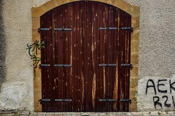Comment ajuster les portes françaises