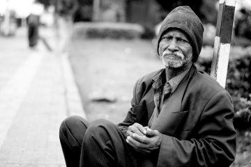 Quelles sont les causes des crises chez les personnes âgées ?