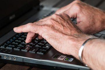 Qu'est-ce qui cause une poussée d'arthrite dans les doigts ?