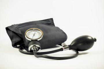 Qu'est-ce qui est considéré comme une mesure de tension artérielle dangereusement basse ?