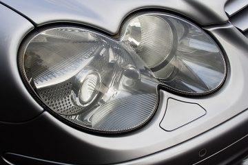 Comment réparer les lentilles de phares brumeux sur une Mercedes