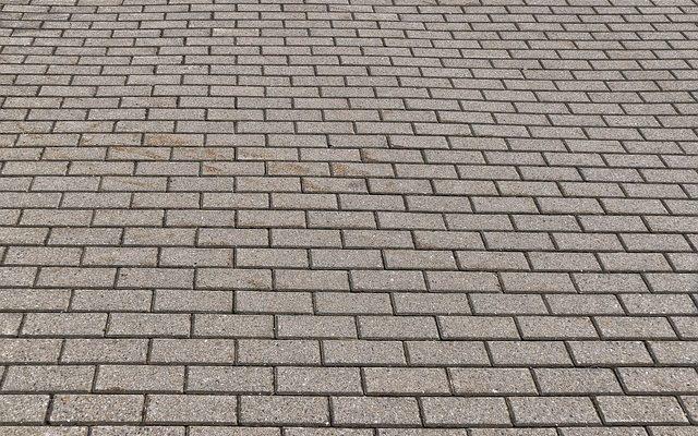 Comment Réparer Une Entrée De Garage En Béton Avec Des Nids De Poule De