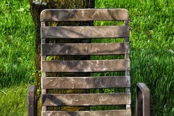 Comment démonter une chaise de bureau et retirer le mécanisme de la base.