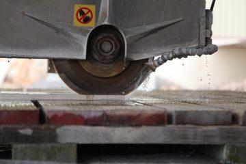 Comment polir les fosses en dehors des pare-brise