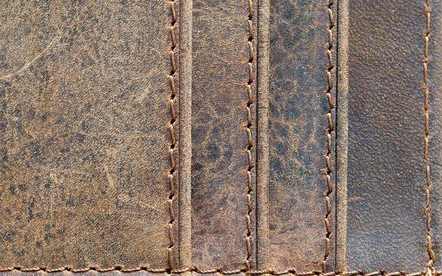 Comment décorer avec des canapés en cuir brun