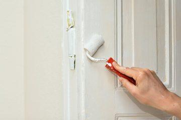 Comment refaire les portes d'armoires avec du placage en plastique
