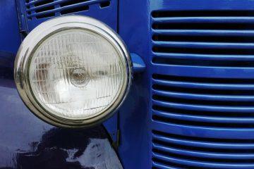 Comment remplacer une ampoule de phare dans une Dodge Caliber ?