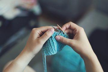 Que signifie le fil sur aiguille dans le tricot ?
