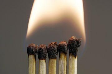 Comment éliminer les odeurs de fumée des meubles en bois