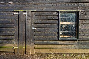Comment construire une grande porte de grange en bois