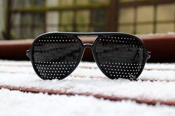 Comment resserrer des lunettes de soleil amples