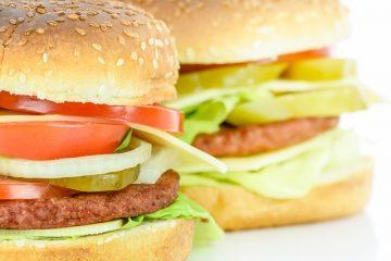 Que servez-vous avec des hamburgers ?