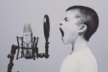 Comment connecter des haut-parleurs à un téléviseur