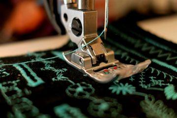 Comment faire des boutons recouverts avec une machine à oeillets