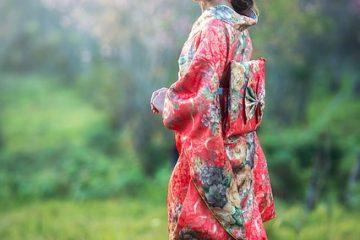Comment accessoiriser une robe en argent