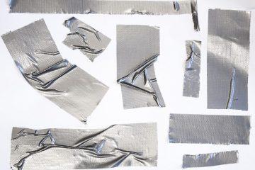 Comment enlever les résidus d'adhésif du plastique
