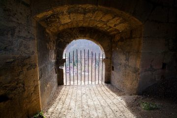 Comment puis-je isoler une porte patio coulissante ?