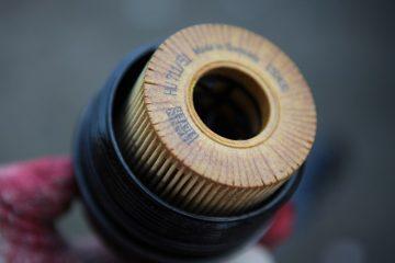 Comment retirer le carter du filtre à huile d'une Volvo S60 2.4 I5 de 05 Volvo S60 2.4 I5