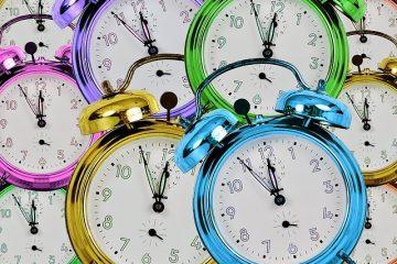Comment remplacer le couvercle arrière après avoir changé les piles de la montre