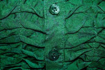 Qu'est-ce qu'une bonne couleur verte pour une cuisine avec armoires en chêne ?