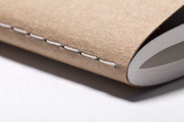 Comment accrocher du papier peint texturé