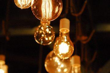 Comment changer une petite ampoule halogène dans un luminaire