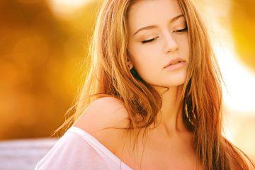 Comment enlever les tonalités oranges de vos cheveux