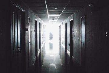 La meilleure couleur de peinture pour les couloirs sombres