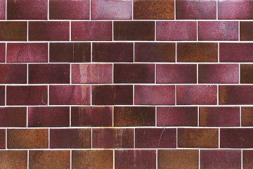 Y a-t-il une différence entre Matte Glazed Tiles in a Bathroom ?